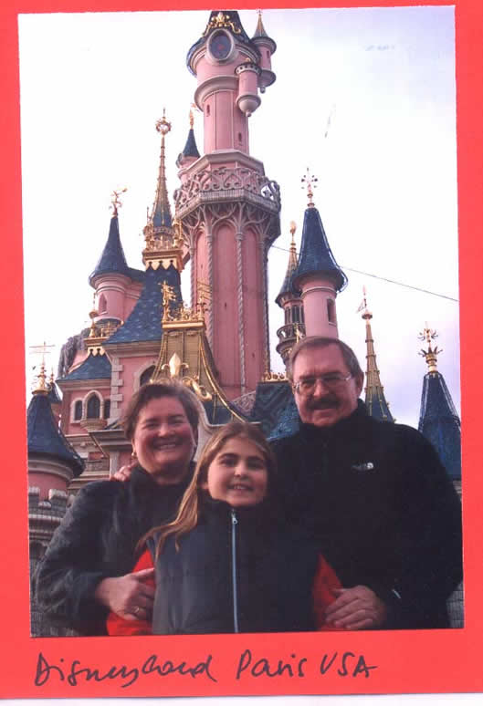 A couple Chilian with their daughter Fabiola at Disneyland Paris