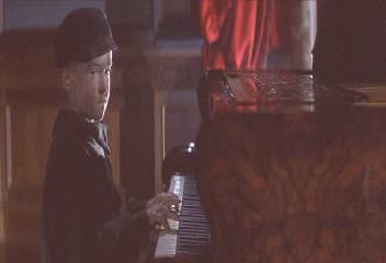 """A Mozart Reincarnated"""",MP3格式,192Kbps,2.38M,1'44"""".这首曲子就是在电影中1900一生唯一弹过两次的那首曲子.第一次是在他8岁的时侯"""