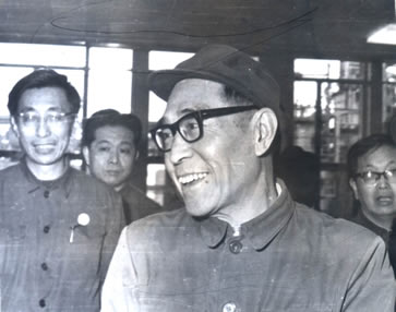 1981 year.(44 years old) The Vice-Premier Kang-shien visit fertilizer plant Qixiashan