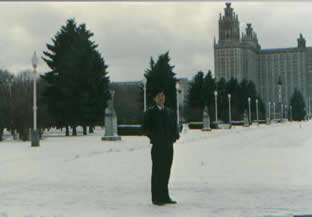 lajiao 莫斯科大学正门一侧的名人塑像