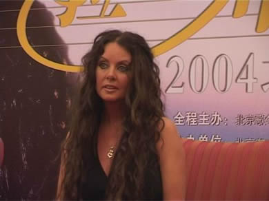 Sarah Brightman in Beijing on May 31,2004 for her first Chinese concert (See here)