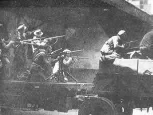 意大利德占区的工人们拿起武器,保卫他们的工厂