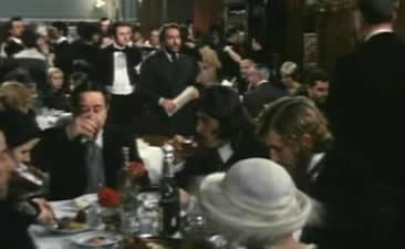 .此时俱乐部里正在杯�_交错,歌舞�N平,