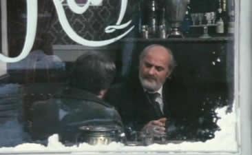 两个人在一个酒吧间谈话时,柏辽兹告诉大师耶稣是不存在的