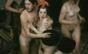 人们一个个变得赤身裸体,惊慌失错.受到了自己贪念的惩罚.