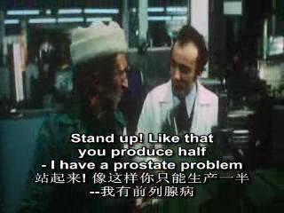 白领职员在检查和记录工人的工作.他要求一个患有前列腺的工人站起来工作,遭到工人的抵制