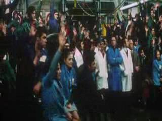 最后只好举手表决,多数人赞成一天罢工两小时