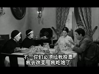 为了多拉两张选票,维多里奥不得不利用吃饭的机会努力说服两个固执的老太太为他投票