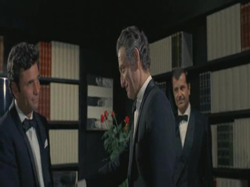 The gang chiefs Don Francesco asks Charlie Adamo compromise with the manager Abe Stilberman of Royal hotel in Las Vegas