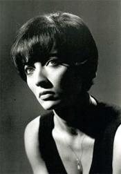 弗罗拉・卡拉贝拉(Flora Carabella)