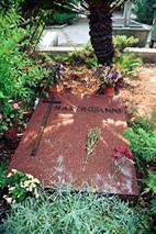 马斯楚安尼的墓碑