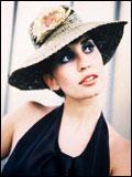 Filippa Giordano 在祖���x大利,�替еZ甚至於�影界�J出名�,�⒀荩�唱【Vajont】和【�W伯利的阿依�_】(Aida Degli Alberi)�刹侩�影。在後者的英文版本中,她�c「就是�t」��F(Simply Red)的主唱,米克.哈克�Z(Mick Hucknall)合唱