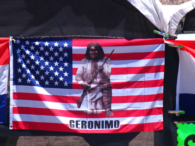 美国国旗上的印地安人的首领 Geronimo