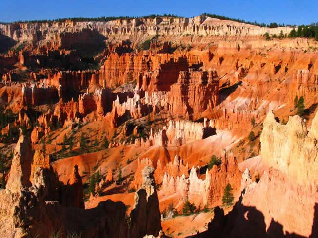 布赖斯峡谷(Bryce Canyon) 位于美国犹他州(Utah)南部