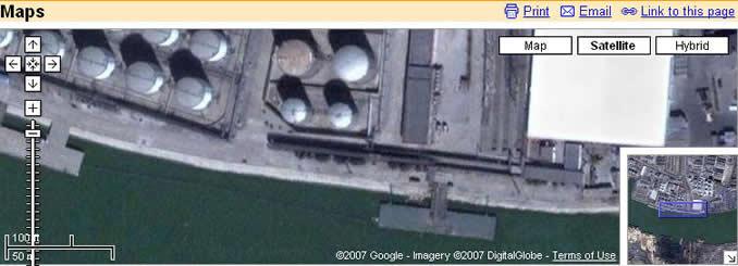 Map提供的此地区最大详图,可以清楚地看到油罐和码头,原来壳牌公司的海轮就停靠在这个码头卸油,我儿时常去那里观望..图上靠近码头这四支油罐的位置原来是一个大仓库.我们家就住在里面隔出的一个空间里.现在看样子是已拆除改建油罐了.