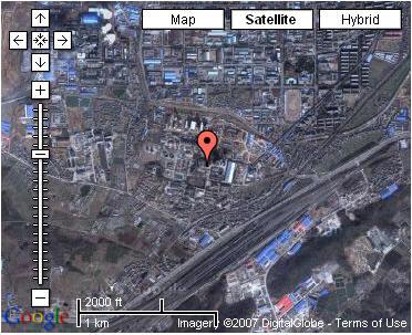 座落在南京东北郊栖霞山脚下的金陵石化公司化肥厂(原名栖霞山化肥厂)年产30万吨合成氨,52万吨尿素.1974年由法国引进建设,1978年投产,至今已有30年了