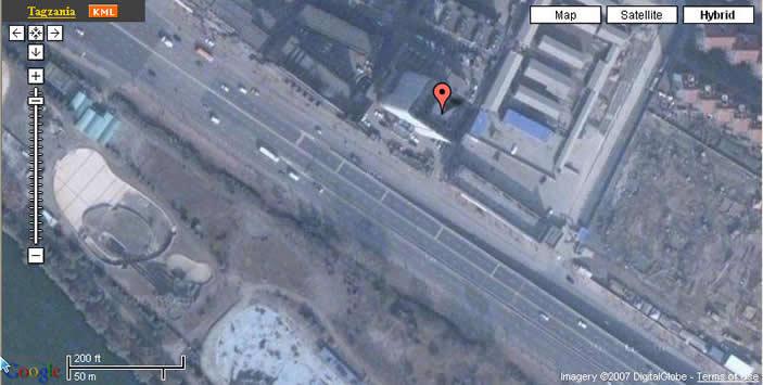 这是网页扩展以后的最大视图,金陵石化公司的白色18层办公大楼已清晰可见.第17层东�鹊囊桓龇考渚褪俏业陌旃�室.