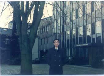 1986.12.17.笔者在托普索公司总部大楼前留影.