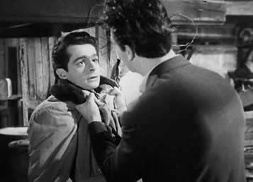 """""""夜之门""""剧照 金和玛瑙的弟弟盖伊(占领期间纳粹的合作者)发生冲突"""