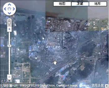 The refinery, fertilizer plant (Palm) and power station of Jinling petrochem Corp. Its north side is Yangtse river and south side is railway from Nanjing to Shanghai