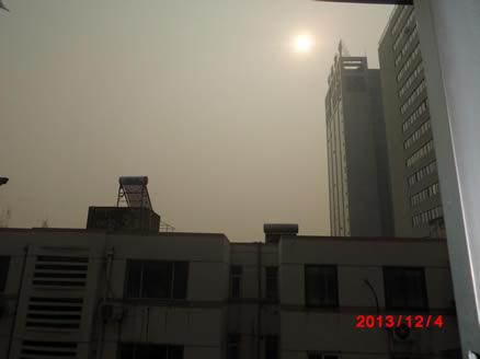 号称世界第7高楼的鼓楼紫峰大厦已完全淹没在一篇浓雾之中