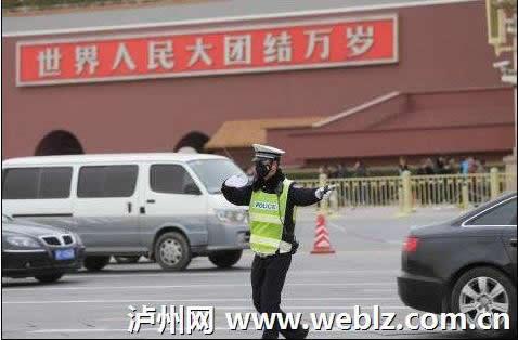 北京交警佩戴PM2.5口罩上岗