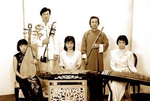 贾鹏芳, 1958 年 4 月生,吉林佳木斯人,二胡演奏家。中国音乐家协会、日本东洋音乐学会会员