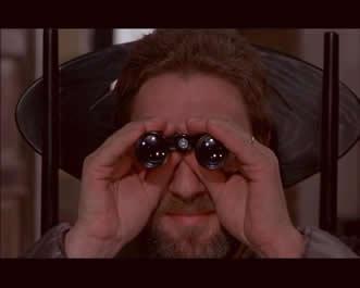 """可以断定的是,""""萨罗,或索多玛的120天""""是帕索里尼最为结构严谨的一部影片,它的世界是一个一切事物均如数学公式般严密组织,如几何学般巧妙平衡,并且被赋于精确作用和意义的世界.影片本身的严肃性与严谨性早超越了萨德那部被描述为放荡的小说.而呈现出一种""""极度权力化""""下的世界"""