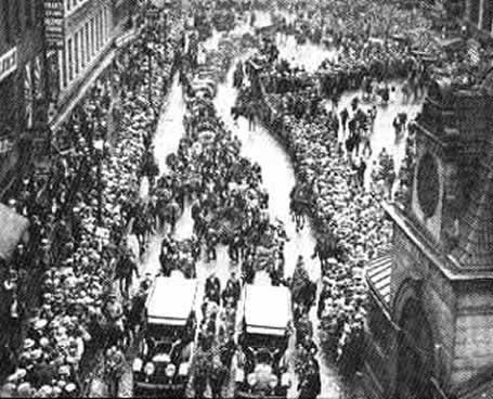 """在死刑整整50年之后,1977年8月23日,马萨诸塞州长杜卡基斯(Michael Dukakis)承认了审判的不公,为两名被告平反,并宣布当天为""""萨科和范塞蒂纪念""""日。他在声明中给审判作了这样的评价:"""