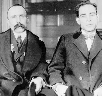 现实生活中的Vanzetti(左) 和 Sacco(右)