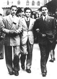 帕索里尼与他的同学在博洛尼亚大学(Bologna),1937年。