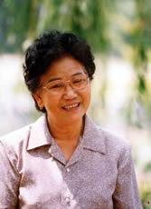 """.在赵丽蓉逝世五周年之际,CCTV-3的""""艺术人生""""节目播放了""""赵丽蓉--背影""""专题节目,"""