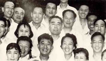 周恩来接见新侨会议部分代表(1961)