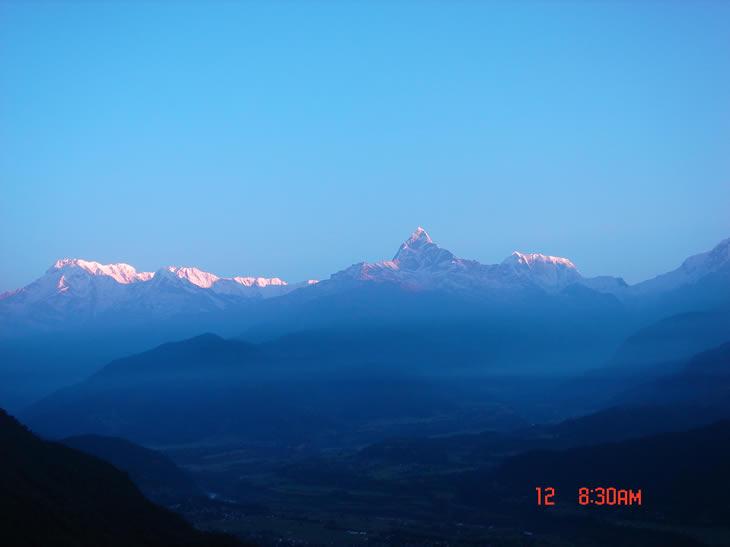 我们要上到3200米高的Poon Hill,从那里�t望对面的雪山