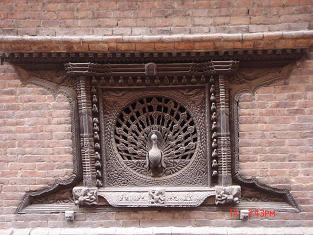 而其中最著名的就是孔雀窗,伊斯兰教的创始人穆罕默德也被称为孔雀王,孔雀自然被伊斯兰教视为神圣的象征。