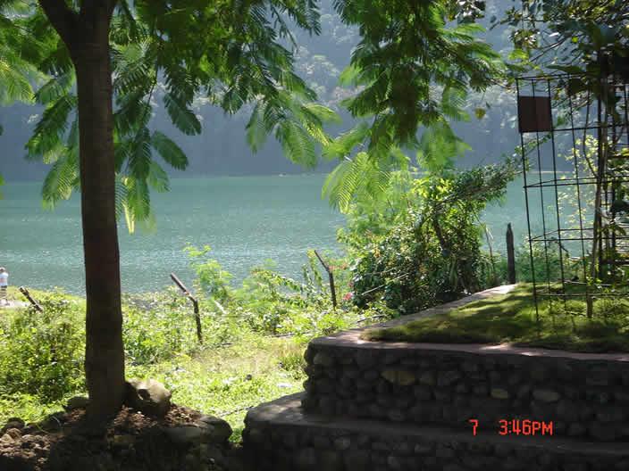 坐拥费瓦湖(Fewa Lake)的Pokara拥有恬静的田园风光