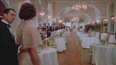 -4-Noodles带Deborah到豪华饭店时,乐队演奏的音乐