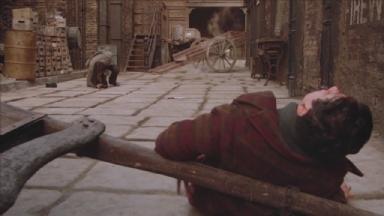 -2-Noodles和Max被Bugsy和他的喽罗修理后趴在地上尴尬对视