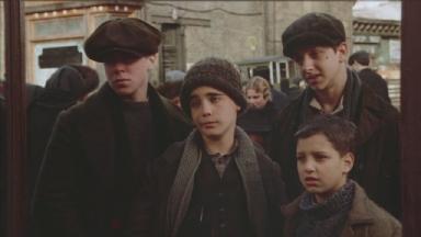 -2-四个人照镜子,Dominic的凝视