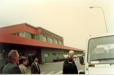 1993.4.27中午飞抵卡里亚里埃尔玛斯机场(Cagliari Elmas)后我们团组8人加上意方接待的三位专家一起乘车奔向下一个目的地--维拉奇德罗