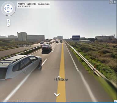 在岛南部路靠近大城市的路段车流量很大,显示出经济繁荣景像