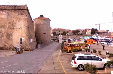 """这个城堡的名字叫""""Bastione dello Maddalena""""(玛�_�娜城堡),城堡里还有意大利民族复兴和统一的英雄加里波第的纪念碑."""