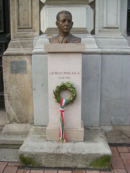 在布达佩斯的佩拉斯卡铜像